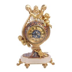 Zeltītas bronzas kamīna pulkstenis ar vairāku krāsu emalju uz kalnu kristāla pamatnes