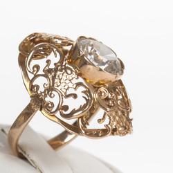 Zelta gredzens ar baltu akmeni