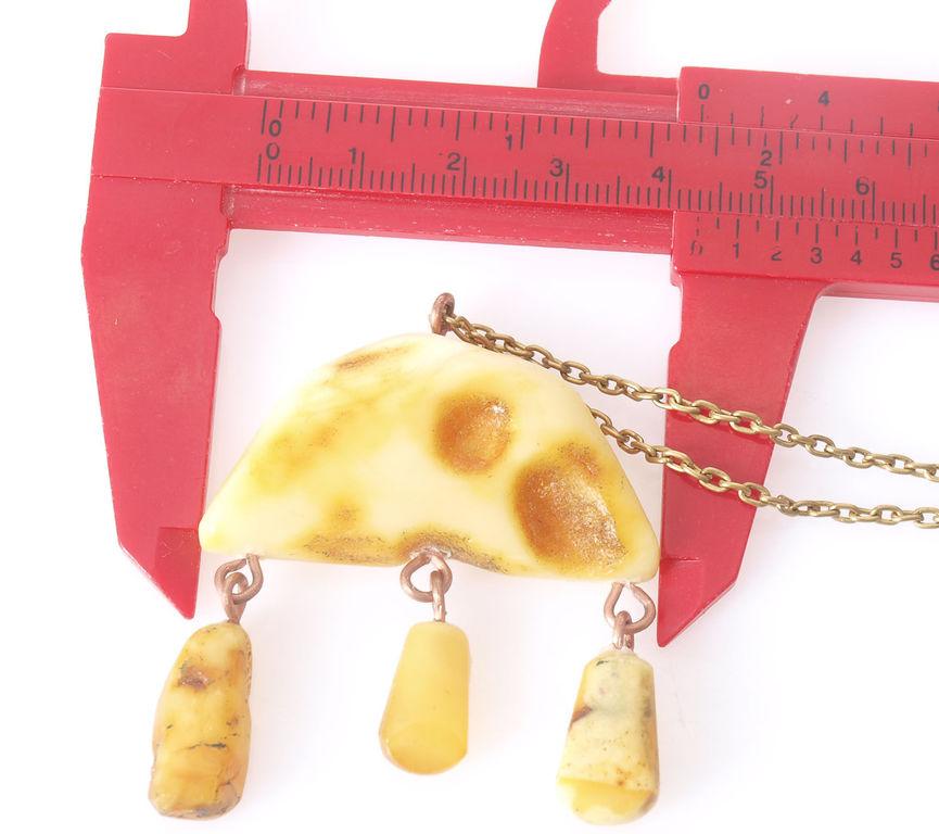 Metāla ķēdīte ar dabīgā dzintara kulonu, 13.52 g