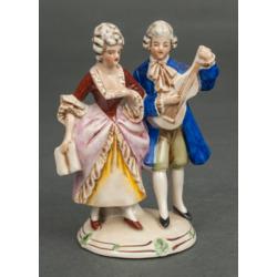 """Porcelāna figūra """"Dāma un džentlmenis ar ģitāru"""""""
