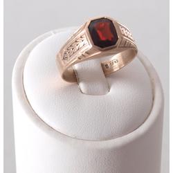 Zelta gredzens ar sarkanu akmeni