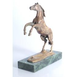 """Bronzas figūra uz marmora pamatnes """"Zirgs"""""""