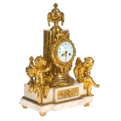Zeltītas bronzas pulkstenis uz marmora pamatnes