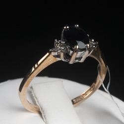 Zelta gredzens ar briljantiem un safīru