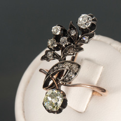 Zelta gredzens ar briljantiem un sudraba apdari