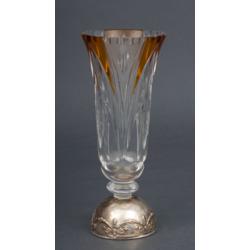 Krāsainā stikla vāze ar apsudrabota metāla apdari