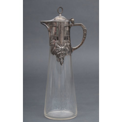 Stikla karafe ar apsudrabota metāla apdari