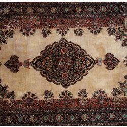 Dabīgā zīda rokām austs paklājs