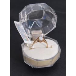 Zelta gredzens ar opālu
