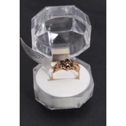 Zelta gredzens ar safīriem
