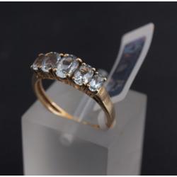 Zelta gredzens ar akvamarīniem