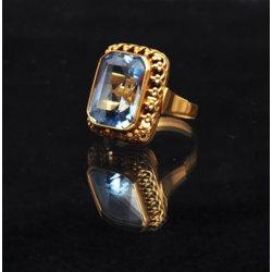 Zelta gredzens ar sintētisko akmeni