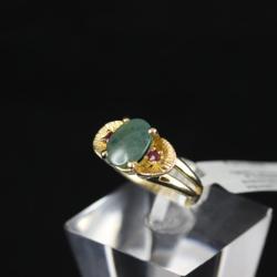 Zelta gredzens ar rubīniem un žadeītu