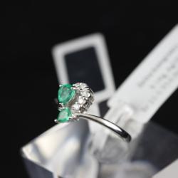 Zelta gredzens ar briljantiem un smaragdiem