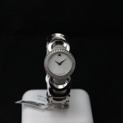 Pulkstenis ar briljantiem un perlamutru