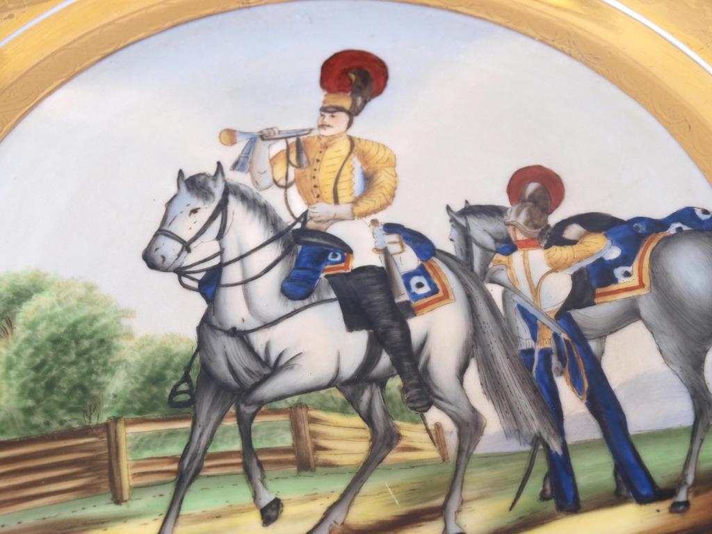 """Porcelāna šķīvis """"Kareivji ar zirgiem"""""""