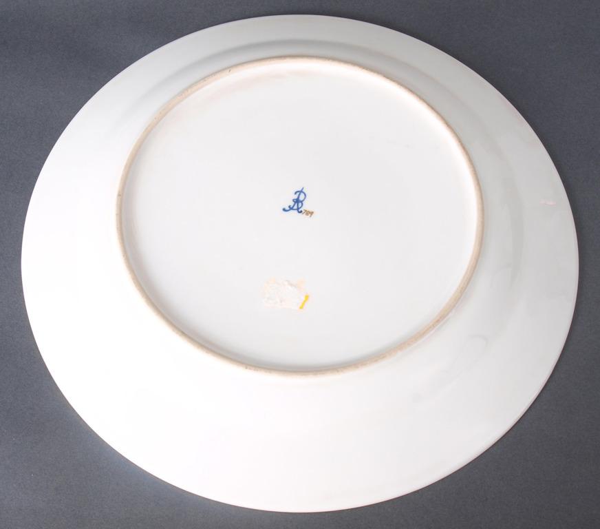 """Porcelāna šķīvis """"Kareivji atpūtā"""""""