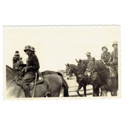"""Fotogrāfija """"Latvijas armijas karavīri zirgu mugurā"""""""