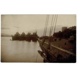 """Fotogrāfija """"Angļu kara flote Rīgas krastmalā"""""""
