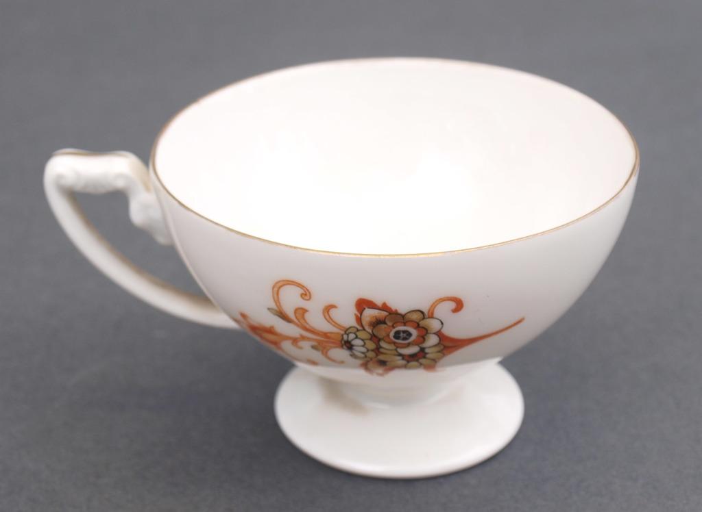Porcelāna mokas krūzīte ar apakštasīti