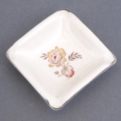 Porcelāna pelnu trauks