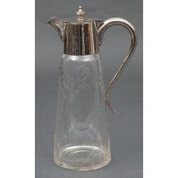 Stikla karafe ar metāla apdari