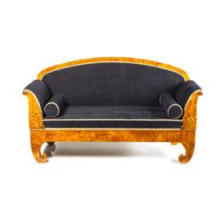 Bīdermeijera stila karēlijas bērza sofa