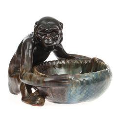 Keramikas trauks ar pērtiķi