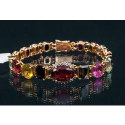 Zelta aproce ar briljantiem un dažādu krāsu turmalīniem