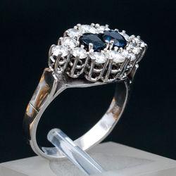 Baltā zelta gredzens ar briljantiem un safīriem