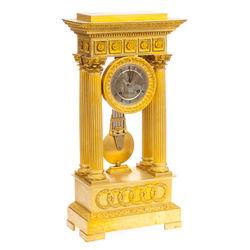 Каминные часы из позолоченной бронзы
