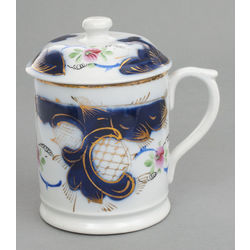 Porcelain cup with lid