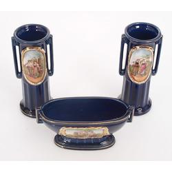 Porcelāna trauku komplekts - 2 vāzes un trauciņš