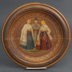 Dekoratīvs koka šķīvis