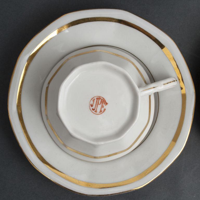Porcelāna kafijas komplekts - tējkanna un 2 tasītes ar apakštasītēm