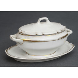 Porcelain utensil with lid
