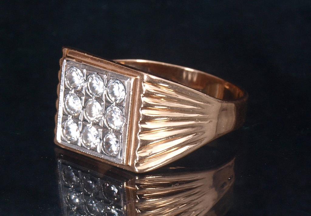 Zelta gredzens ar cirkonijiem