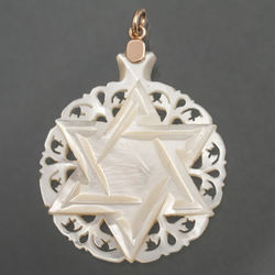 Nacre pendant with gold