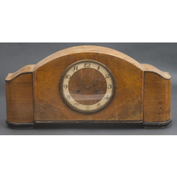 Art-deco stila kamīna pulkstenis