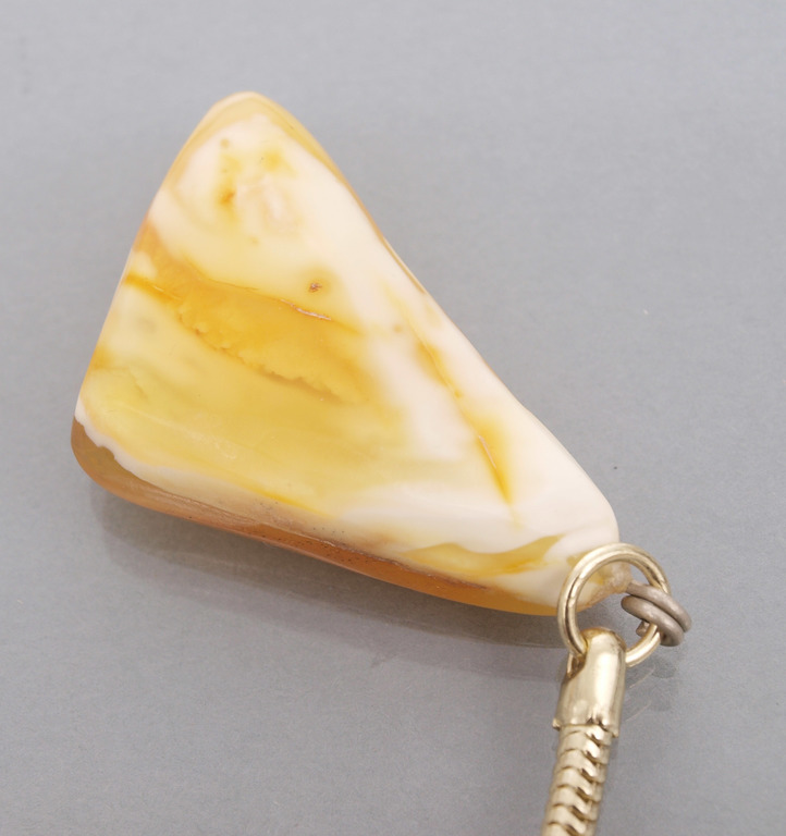 Pendant/key chain from natural Baltic amber, 6.86 g