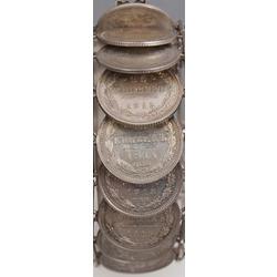 Sudraba aproce izgatavota no dažādām 15 kapeiku monētām