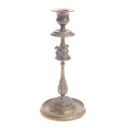 Bronzas svečuris