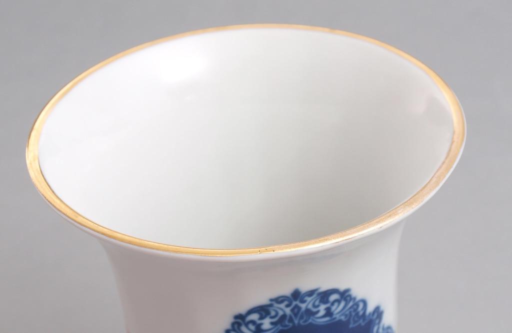 Porcelāna vāze