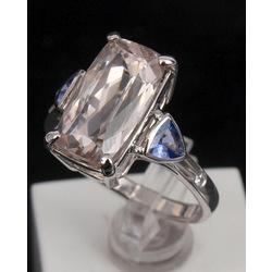 Baltā zelta gredzens ar briljantiem, spodumenu, tanzanītiem