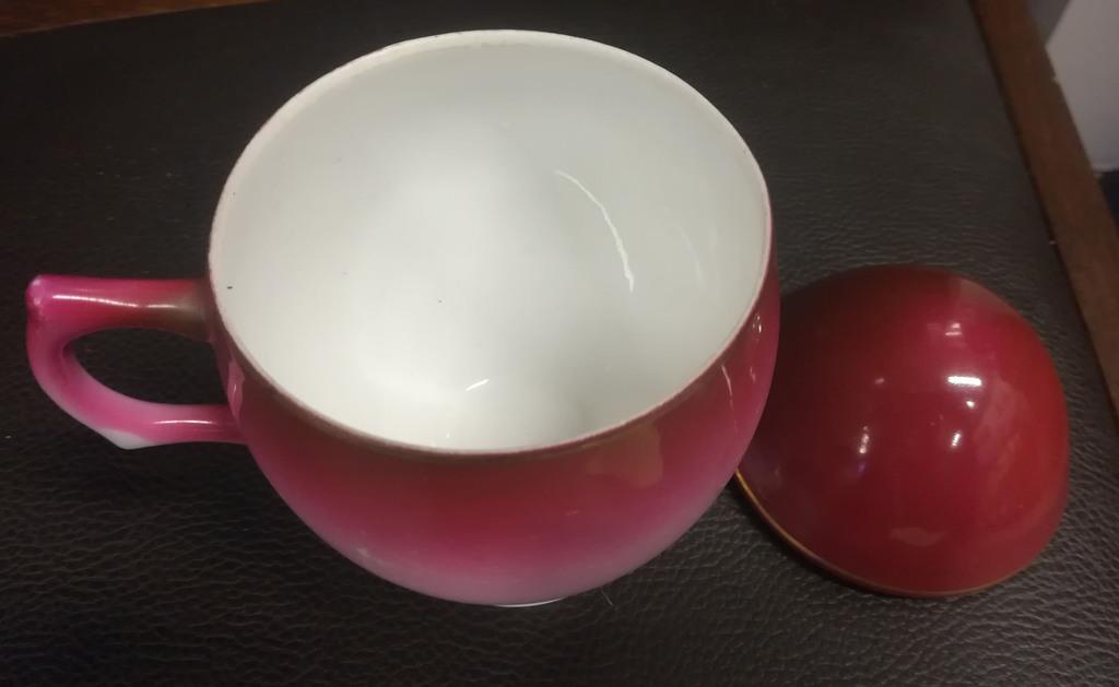 Porcelāna krūzīte ar vāku