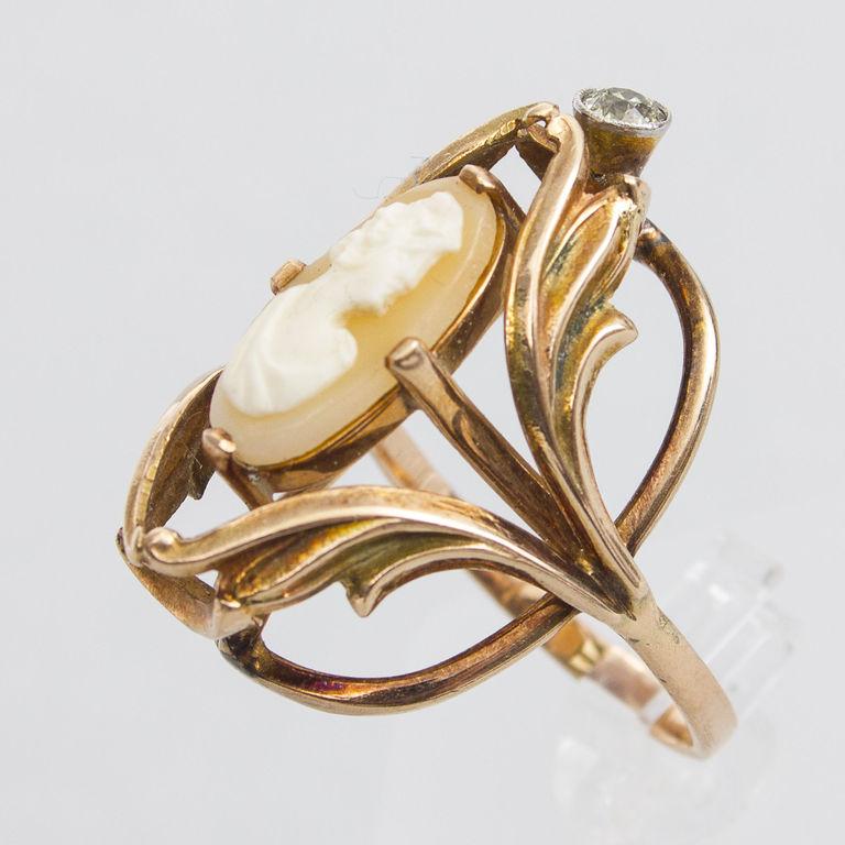 Zelta gredzens ar kameju