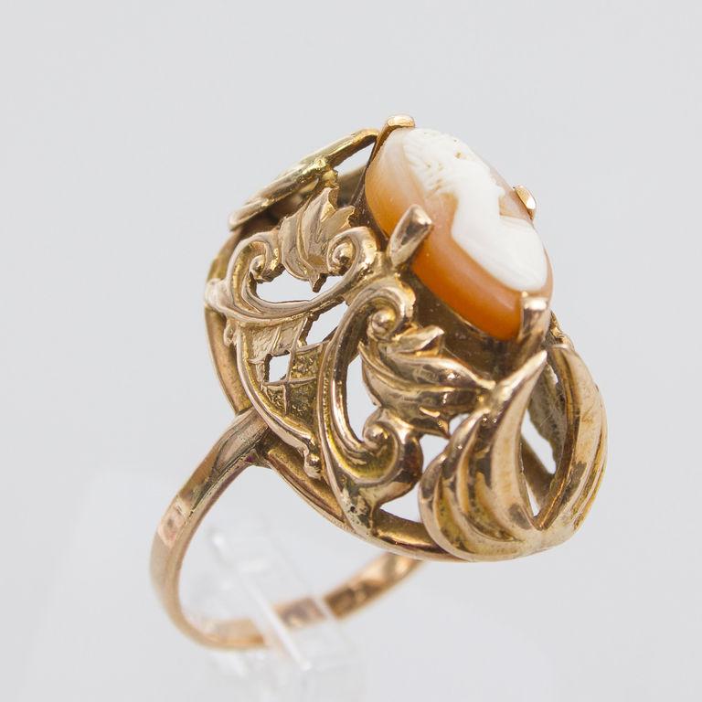 Zelta gredzens ar iestrādātu kameju