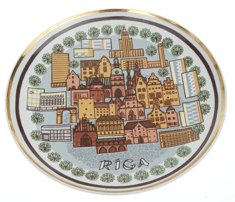 Porcelāna dekoratīvais sienas šķīvis