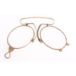 Saliekamas zelta brilles