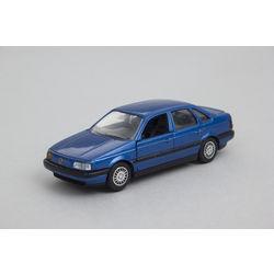 Metāla automašīnas modelis